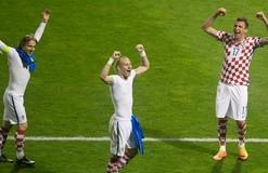 Игроки сборной Хорватии пиццой и пивом отметили победу над Украиной