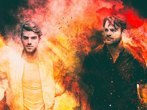 Вышел клип The Chainsmokers и Coldplay