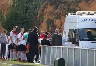 В Испании тренер, следя за игрой соперников, спас жизнь игроку
