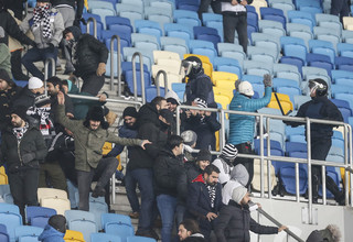 Фанаты Динамо и Бешикташа устроили беспорядки на трибунах НСК Олимпийский