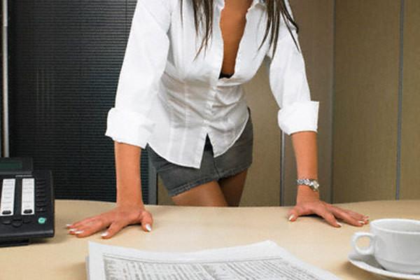 девушки в юбках на работе фото