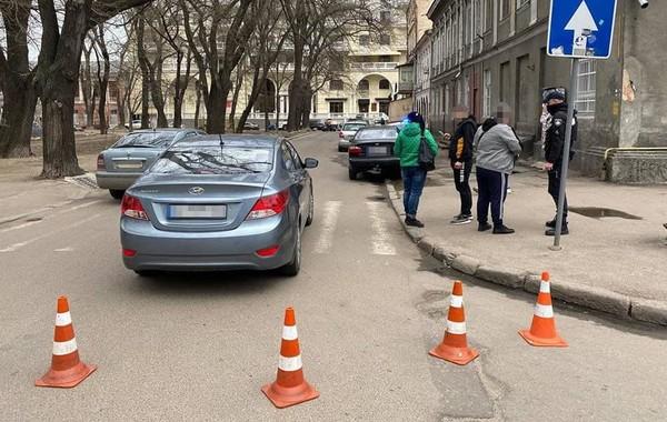 В Одессе водитель сбил трех человек на переходе и скрылся0