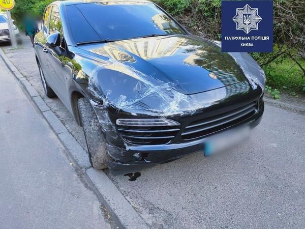 Пьяный киевлянин на Porsche протаранил два авто