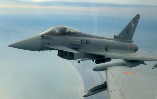 Авиация НАТО провела учения в Черном море0