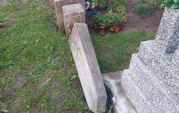 В Закарпатской области трое детей надругались над могилами