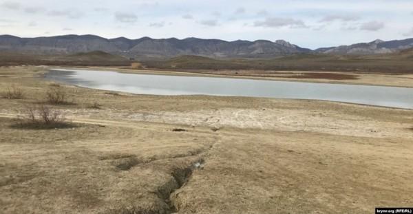 В Крыму почти высохло большое пресноводное озеро0