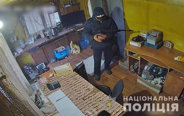 В Славянске неизвестный с автоматом напал на пункт приема металлолома0