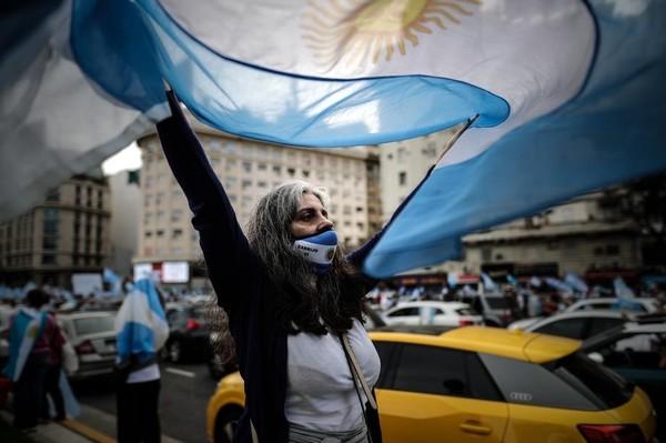 Аргентина ввела налог для 12 тысяч самых богатых людей, чтобы оплатить расходы на борьбу с коронавирусом