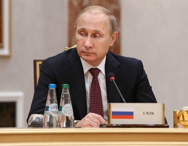 COVID-вакцина: Путин обвинил обезьян в неудачах Британии