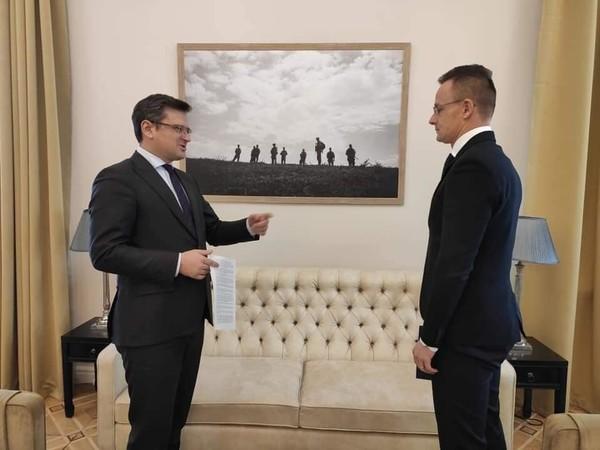 Главы МИД Украины и Венгрии Дмитрий Кулеба и Петер Сийярто