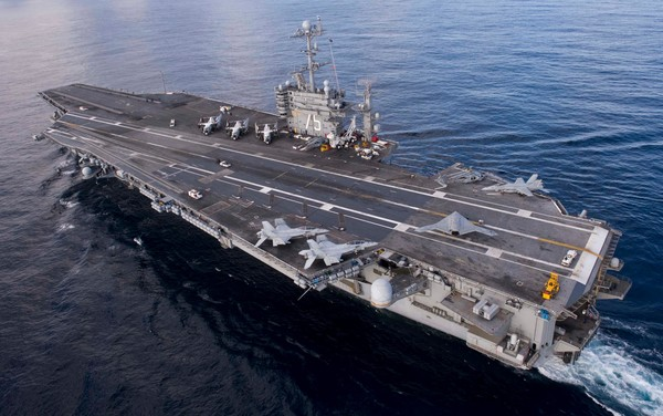 Авианосец USS Harry S. Truman.