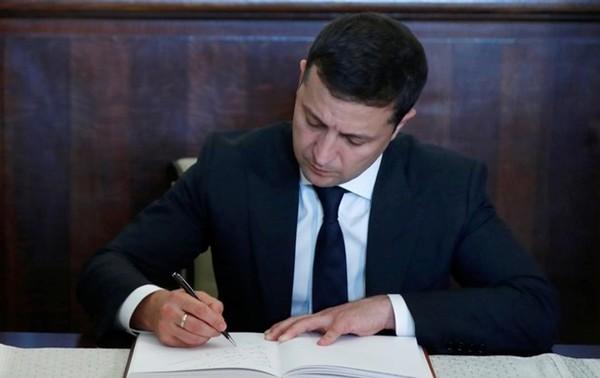 Зеленский подписал закон о помощи бизнесу0