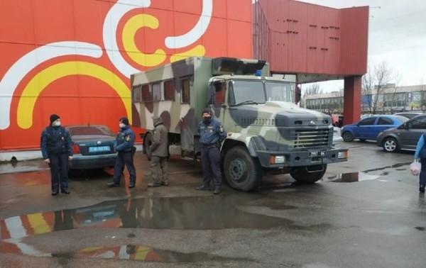 В Николаеве за отказ соблюдать карантин полиция заблокировала рынок0