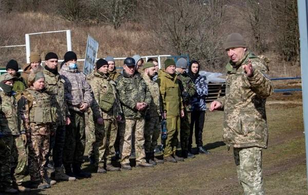 Возле Крыма создают подразделения из тысяч военных0