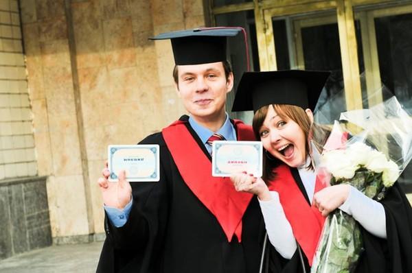 Как выпускникам из Крыма получить украинские дипломы инструкция  МОН рассказало как в оккупированном Крыму получить украинский диплом