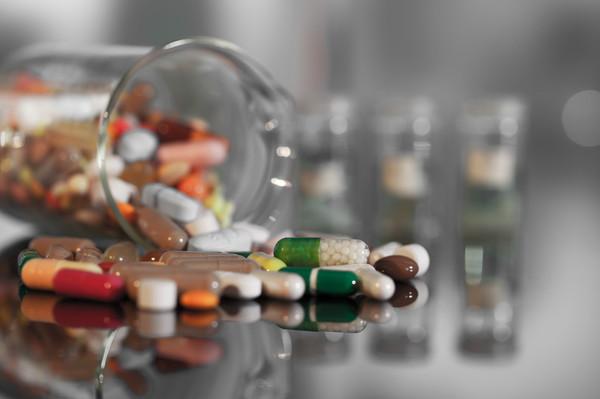 В Кременчуге 16-летняя девушка напилась таблеток и попала в больницу0