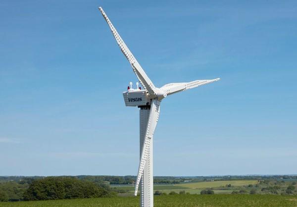 Ветряная электростанция создана из конструктора