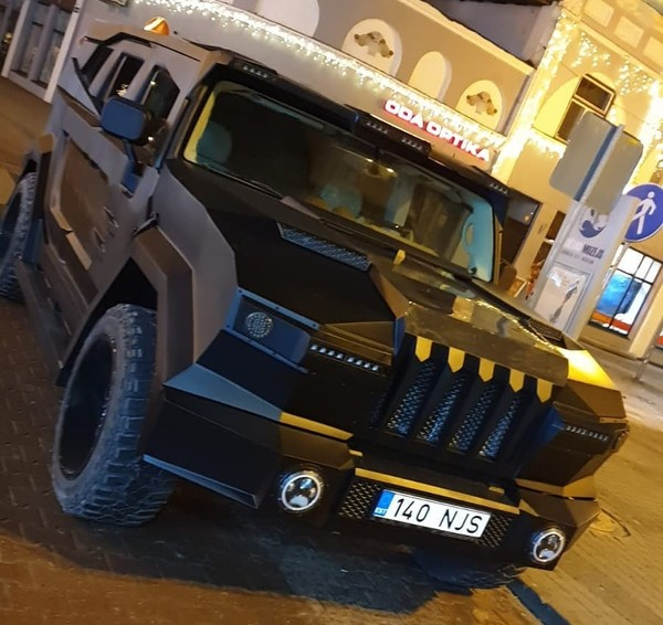 Dartz Prombron Black Stallion построен на платформе Hummer H2
