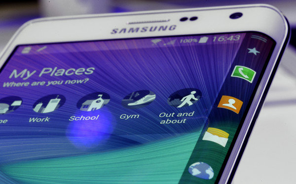 Samsung Note Edge с изогнутым дисплеем