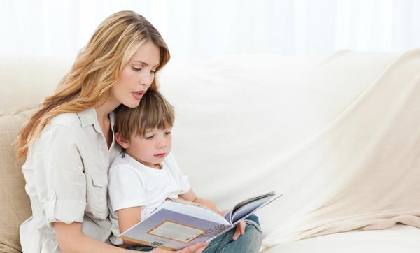 Важно читать ребенку, передавая все интонации и эмоции