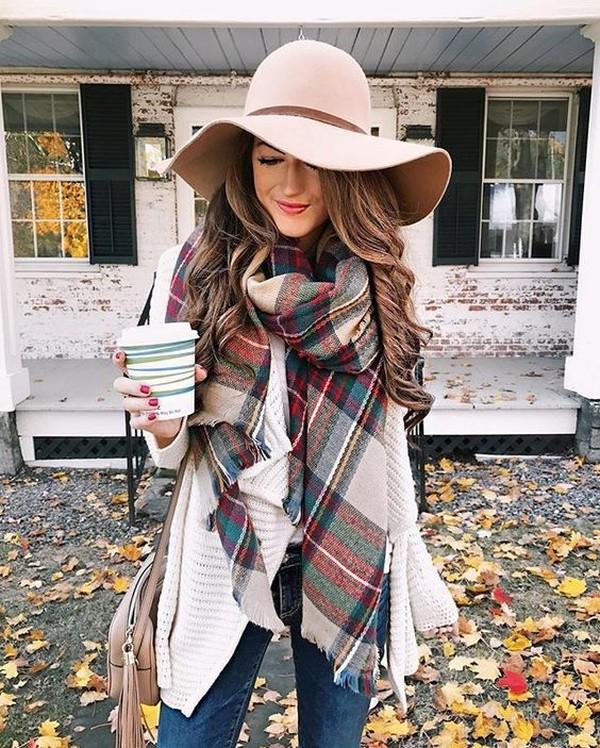 67726f752af Как носить шарф осенью 2018  модные образы