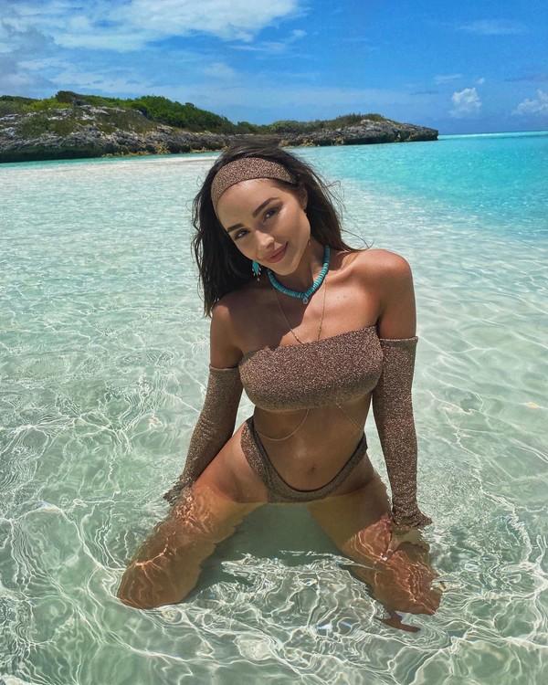 """""""Мисс Вселенная"""" Оливия Калпо похвасталась загоревшим телом в бикини"""