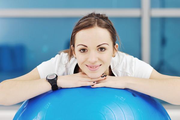 Чтобы восстановить форму после родов, нужно выполнять несложные упражнения