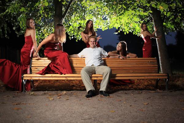 Непристойное приставание женщин к мужчине видео фото 513-131