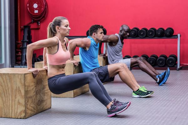 Комплекс упражнений для похудения дома для женщин. Прыжки на.