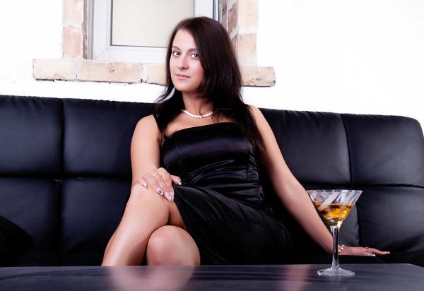 svezhee-zrelie-telki-v-nochnih-sorochkah-porno-video-po-russki