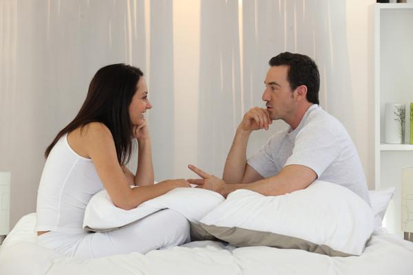 Видео девки разговаривают друг с другом во время секса — photo 10