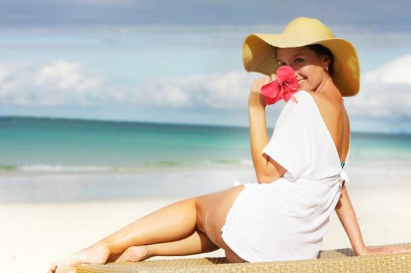 Чтобы эффективно бороться с возможными недомоганиями в отпуске, заранее собери аптечку
