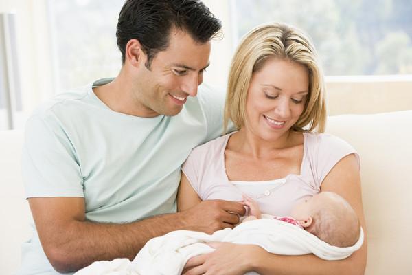 С ребенком нужно общаться с первых дней его жизни