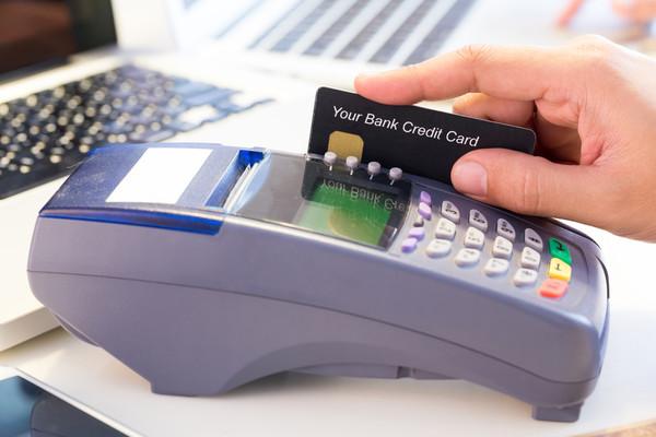 Банки сами будут списывать с карт клиентов сумму задолженности по коммуслугам
