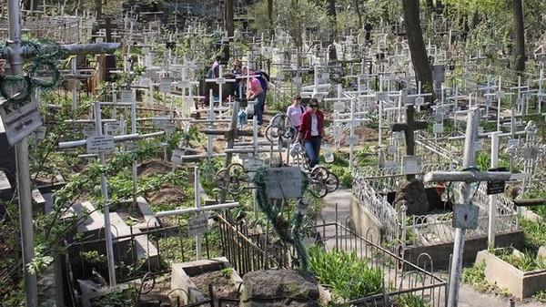 За перенос гроба от ворот кладбища к месту захоронения нужно отдать полторы тысячи гривен