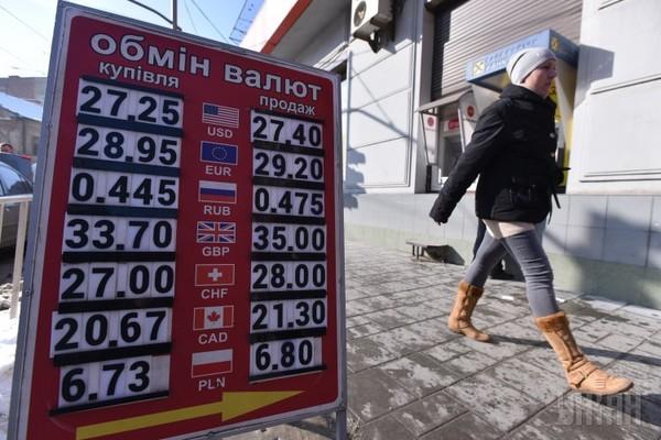 В Украине лимит продажи наличной валюты физлицам на уровне 500 долларов