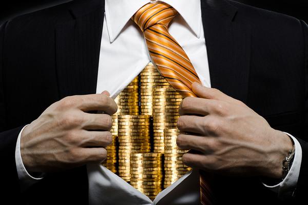 Некоторые чиновники не скрывают своих высоких доходов