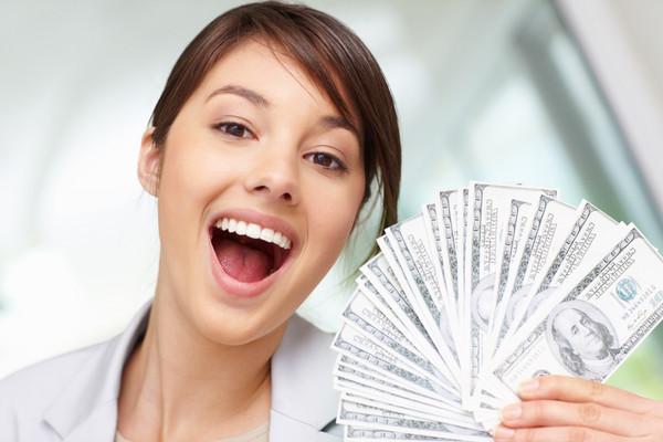 В эти банки деньги можно нести с улыбкой