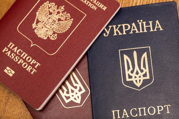 СМИ: Украинцы массово бегут за паспортами РФ