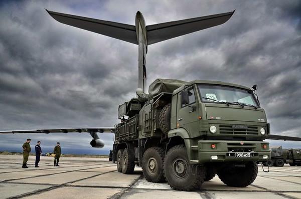 Ракетно-пушечный комплекс Панцирь-С развернули в Крыму