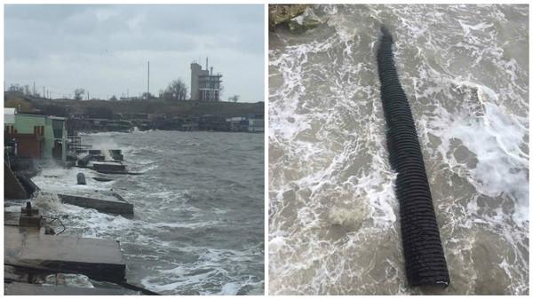 Строители собирают трубы, которые прибило к берегу