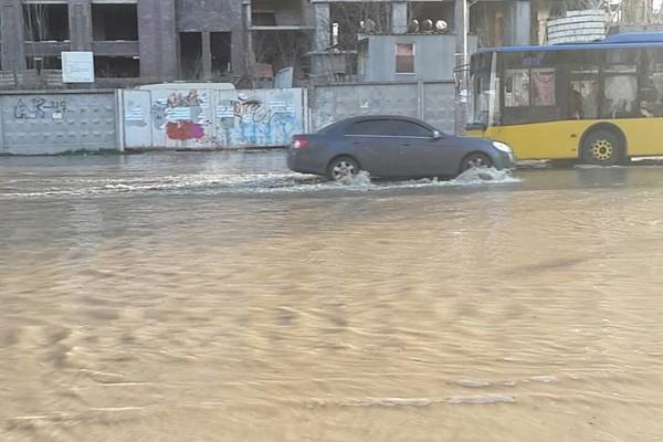 Потоп на Теремках в Киеве