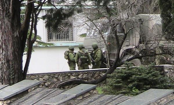 В Крым прибыла очередная колонна военной техники РФ
