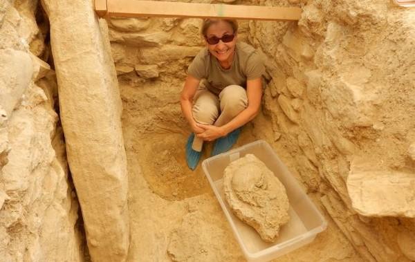 """В Греции найдена древняя могила """"воина-грифона"""""""