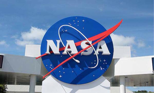NASA поможет Хокингу с разработкой космических кораблей
