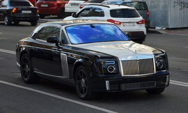 В Украине засняли тюнингованный Rolls-Royce Phantom Coupé WALD Black Bison