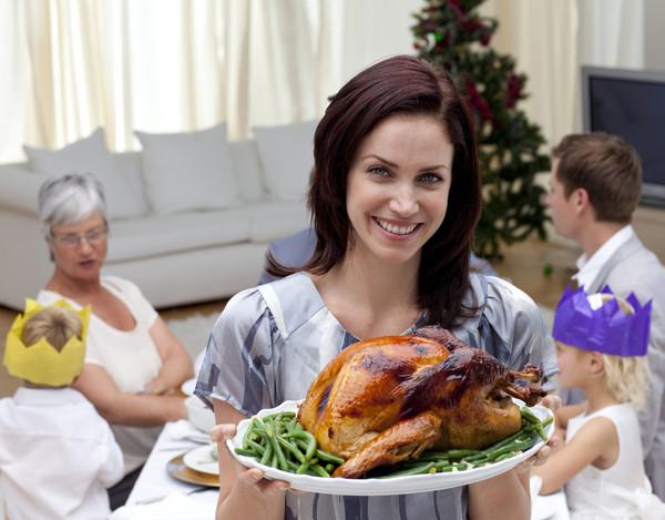 Лучший способ не испортить праздничный ужин – доверить готовку жене