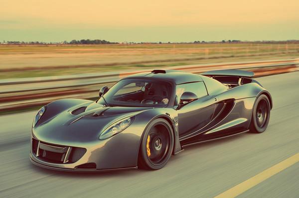 Hennessey Venom GT разогнался до 435,3 км/час!
