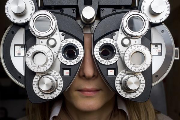 Не доводи дело до «жесткой» коррекции – попробуй исправить зрение сам