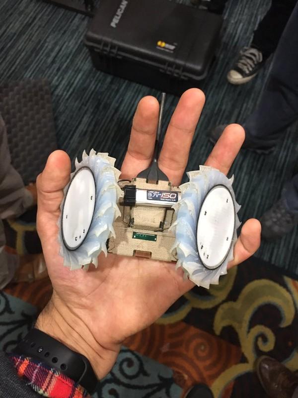 Робот помещается в руке и адаптирован под поиск микроорганизмов